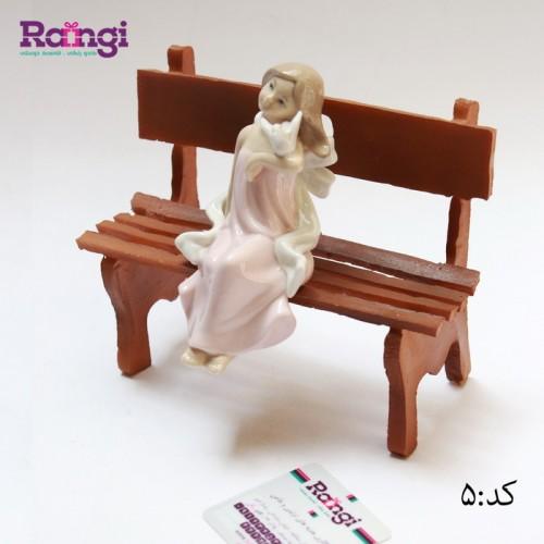 مجسمه نشسته سرامیکی
