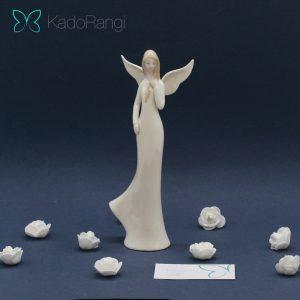 مجسمه فرشته ایستاده