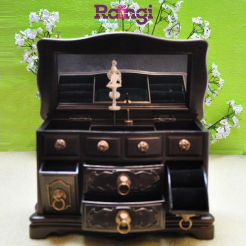 جعبه جواهرات موزیکال باز شده