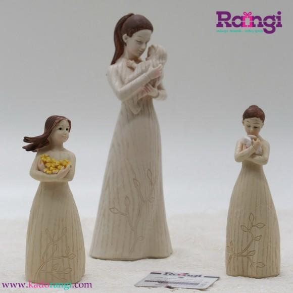 مجسمه فرشته با کودک